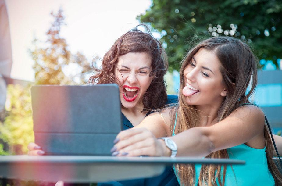 Read more about the article Psichologė K. Jievaitienė: kaip nepasimesti gražiame soc. tinklų pasaulyje ir nepaklaidinti vaikų